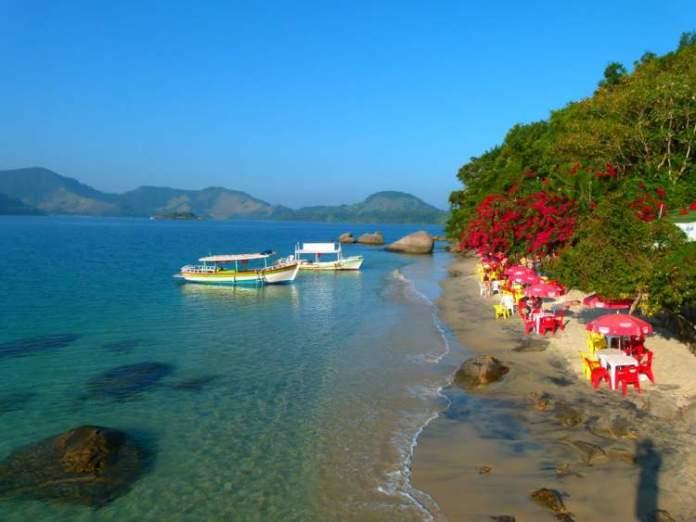 Passar o dia na Ilha do Pelado é uma das dicas de o que fazer em Paraty