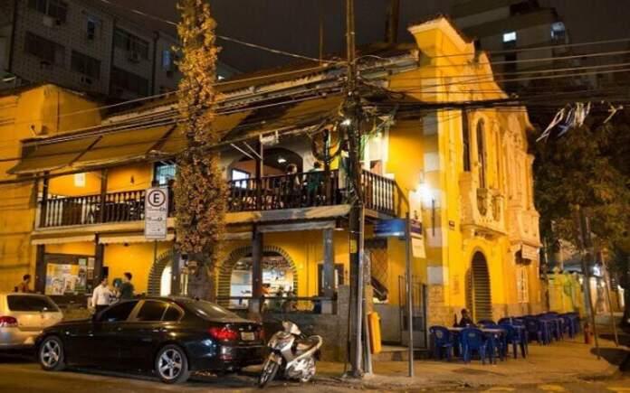 Conhecer O Plebeu é uma das dicas de o que fazer a noite no Rio de Janeiro