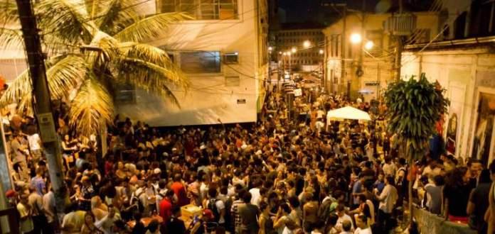 Show de samba na Pedra do Sal é uma das dicas de o que fazer a noite no Rio de Janeiro