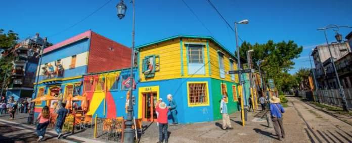 Visitar Caminito em Buenos Aires é uma das atrações turísticas na Argentina