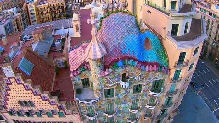 Visitar a Casa Batlló é uma das dicas de o que fazer em Barcelona