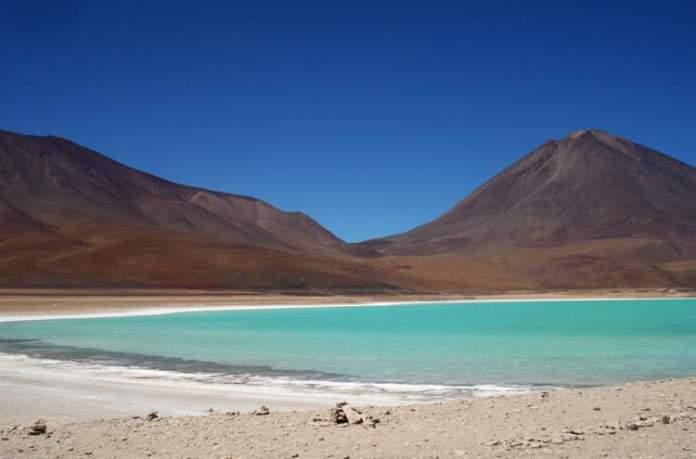 Visitar a Laguna Verde é uma das dicas de o que fazer na Bolívia