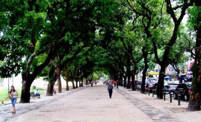 Visitar a Praça da República é uma das opções de o que fazer em Belém