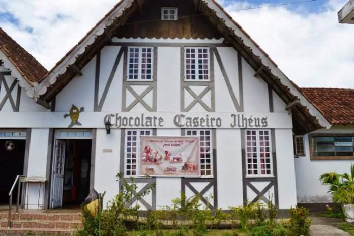 Visitar a primeira fábrica de chocolate artesanal do Nordeste é uma das dicas de o que fazer em Ilhéus na Bahia