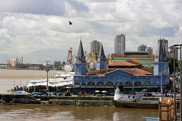 Visitar o Mercado Ver-o-Peso é uma das opções de o que fazer em Belém