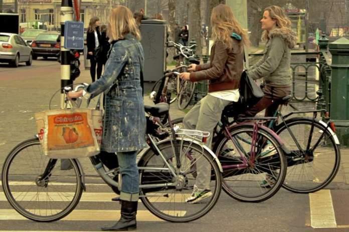 Estrutura para os ciclistas em Amsterdã