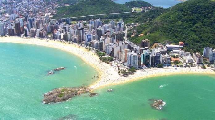 Praia da Costa em Vila Velha é uma das praias do Espírito Santo