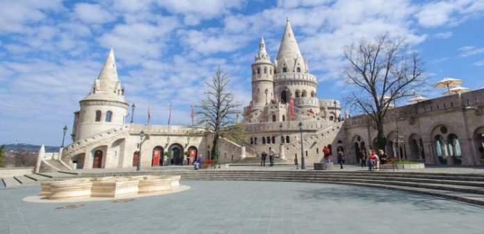 Visitar Bastião dos Pescadores é uma das dicas de o que fazer em Budapeste