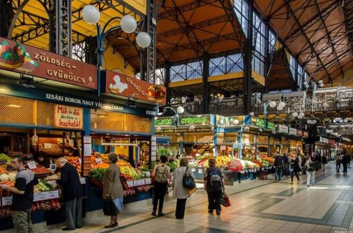 Visitar Mercado Central é uma das dicas de o que fazer em Budapeste