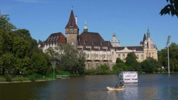 Visitar Városliget é uma das dicas de o que fazer em Budapeste