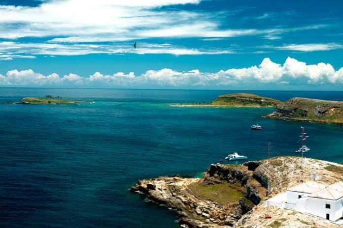Arquipélago de Abrolhos é um dos lugares para fazer uma viagem diferente