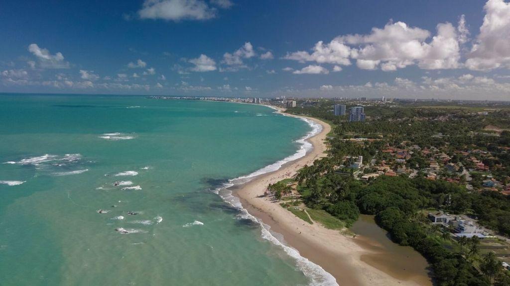 Bela vista aérea da praia de Paripueira, localizada no norte de Alagoas