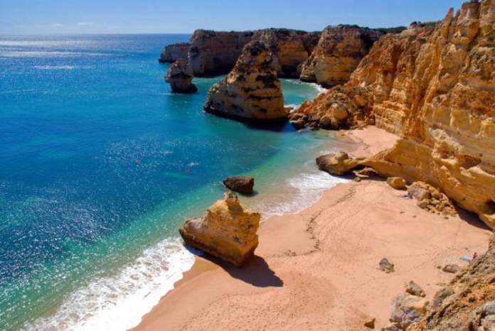 Algarve é um dos destinos imperdíveis na Europa para amantes de praia