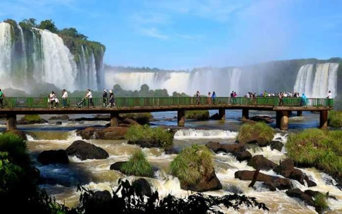 Cataratas do Iguaçu é um dos destinos incríveis ao redor do planeta