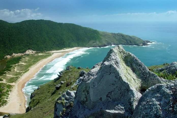 Lagoinha do Leste é uma das praias mais paradisíacas de Florianópolis