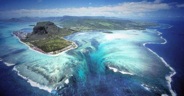 cachoeira submersa da ilha Maurício