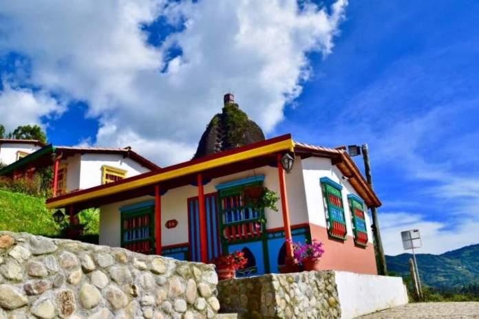 A estrutura de hospedagem é uma das razões para você ficar encantado por Guatapé