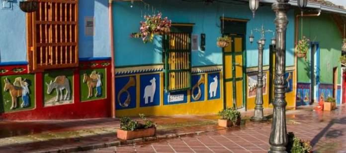 Conhecer Zócalos é uma das razões para você ficar encantado por Guatapé