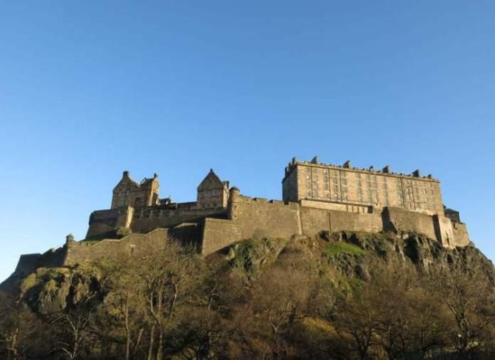 Edimburgo na Escócia é uma das cidades medievais que farão você viajar de volta no tempo