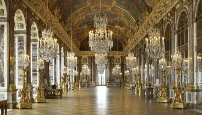 Galeria de espelhos no Palácio de Versalhes