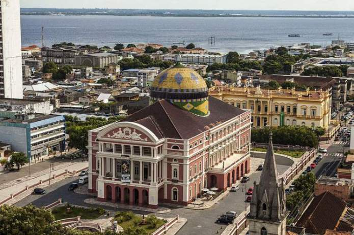 Manaus é um dos destinos para viajar barato pelo Brasil