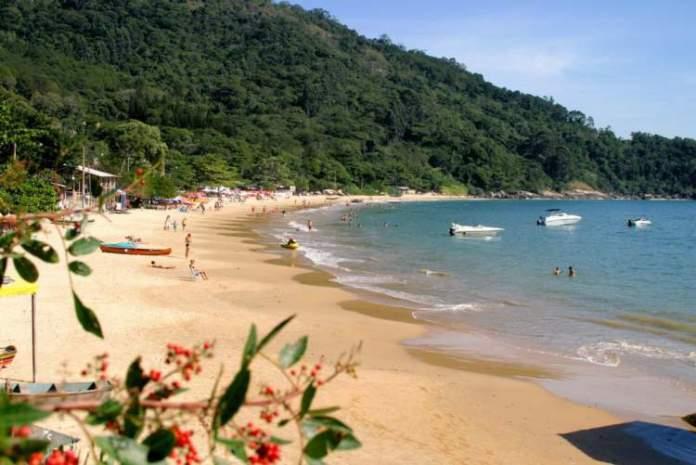 Praia de Laranjeiras é uma das melhores praias de Balneário Camboriú