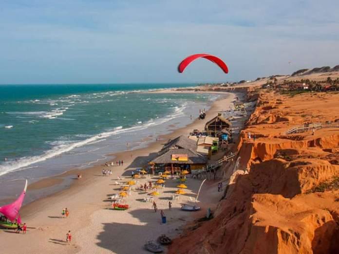 Canoa Quebrada é uma das praias mais lindonas do Nordeste brasileiro