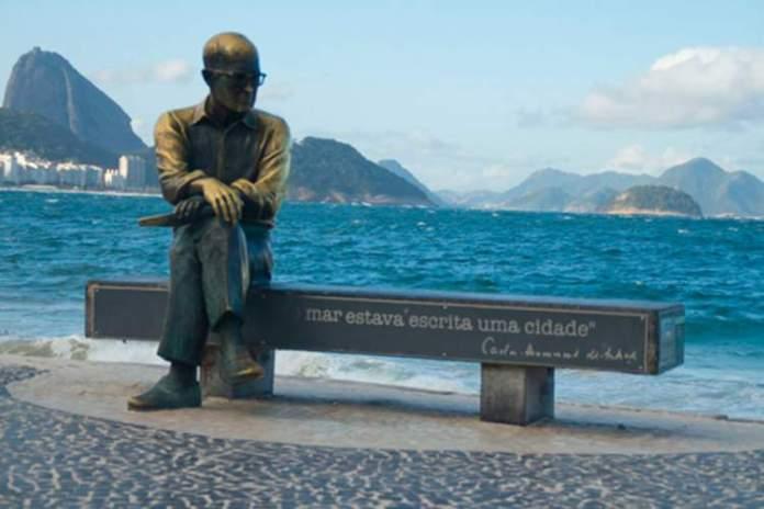 O que fazer no Rio de Janeiro: Visitar a Escultura de Drummond