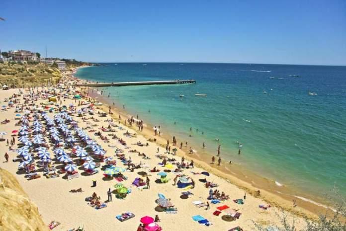 Praia dos Pescadores é uma das praias mais lindas de Albufeira em Portugal