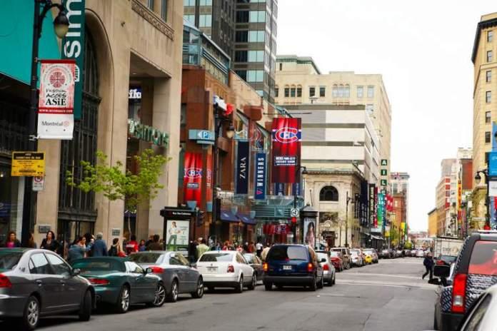 Rue Saint-Catherine é um dos passeios diferentes para fazer em Montreal