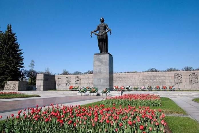 Cemitério Piskariovskoye é uma das atrações gratuitas em São Petersburgo