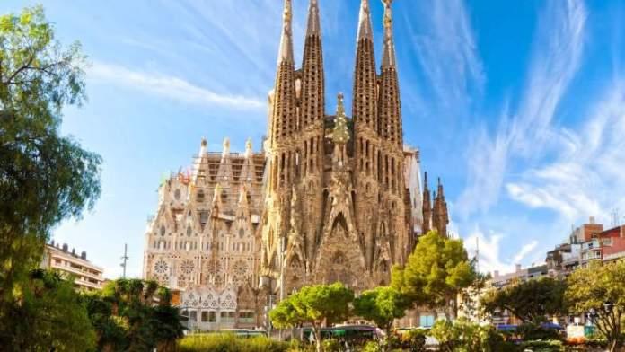 Conhecer a Igreja Sagrada Família é uma das dicas para quem vai viajar a Barcelona