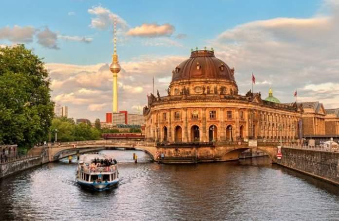 Conhecer o Museum Island é uma das dicas para quem vai viajar a Berlim
