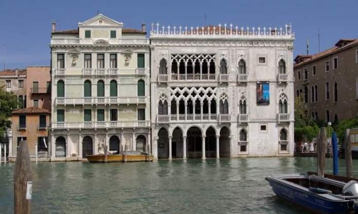 Conhecer o Palácio Ca' Rezzonico é uma das dicas para quem vai viajar a Veneza