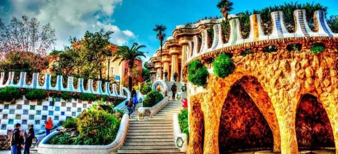 Conhecer o Parc Güell é uma das dicas para quem vai viajar a Barcelona