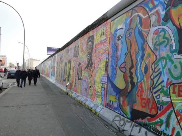 East Side Gallery é uma das atrações gratuitas em Berlim