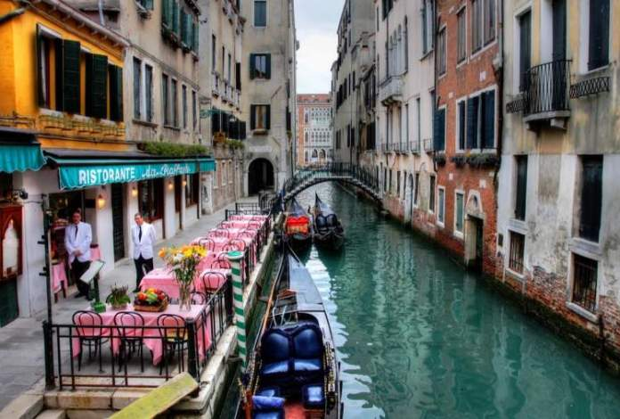 ruas da cidade é uma das atrações gratuitas em Veneza