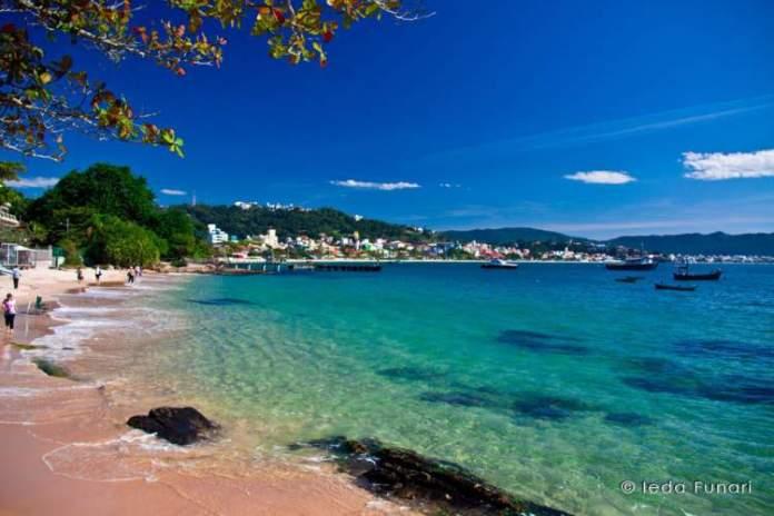 Bombas é uma das melhores praias de Bombinhas