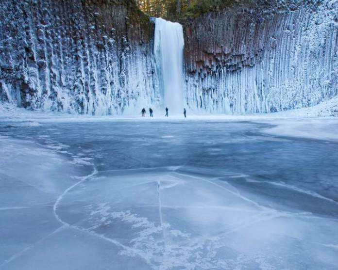 Cachoeira Congelada no Alasca
