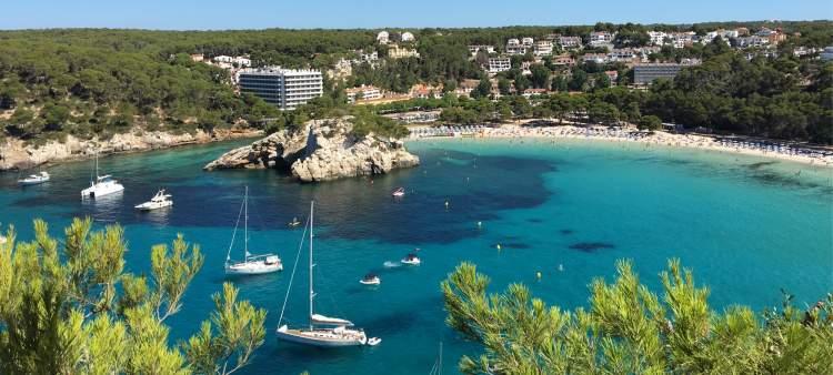 Cala Galdana é uma das praias de Menorca na Espanha