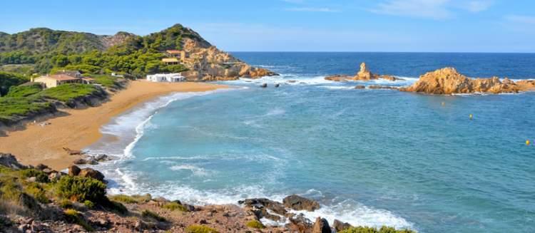 Cala Pregonda é uma das praias de Menorca na Espanha
