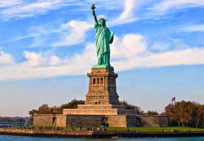 Conhecer a estátua da liberdade uma das coisas para fazer em Nova York