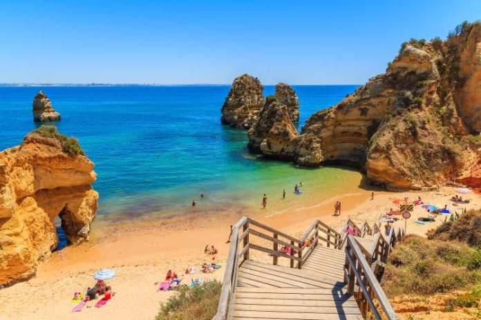 Dona Ana é uma das melhores praias do Algarve em Portugal