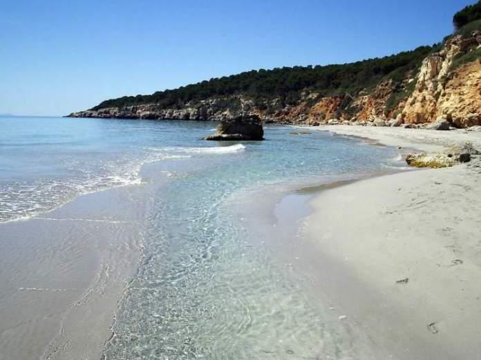 Playa Binigaus é uma das praias de Menorca na Espanha