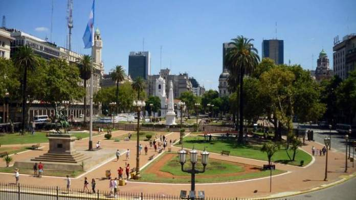 Plaza de Mayo é uma das atrações turísticas em Buenos Aires