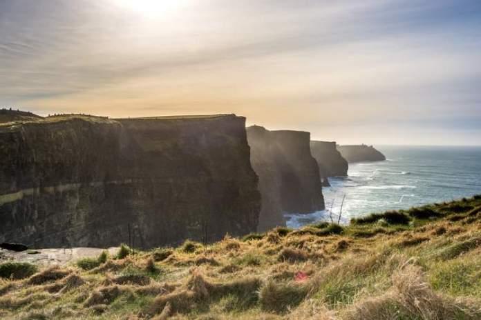 Falésias de Cliffs of Moher na Irlanda é um dos lugares mais lindos do mundo