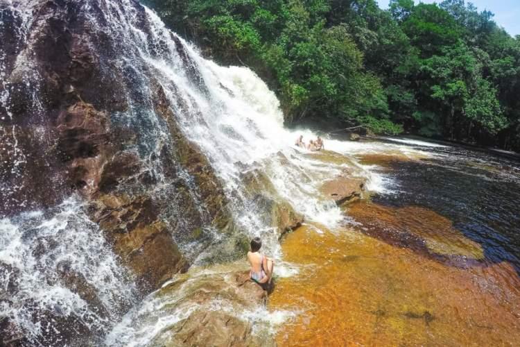 Conhecer as Cachoeiras de Presidente Figueiredo e fugir do Carnaval e ficar longe da folia