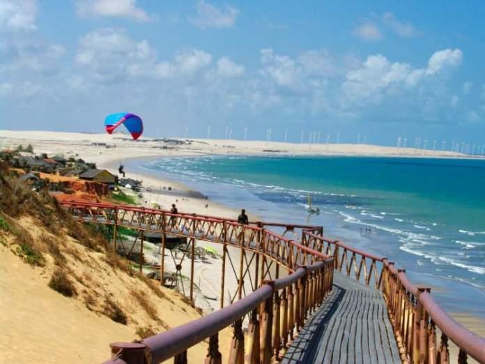 Praia de Canoa Quebrada é uma das praias brasileiras que valem a pena visitar