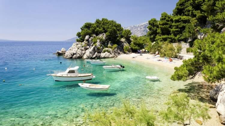 Praia de Punta Rata é uma das melhores praias da Croácia