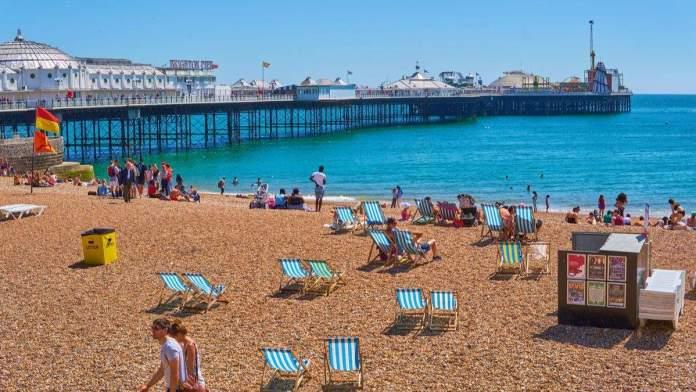 Praia de Brighton, Inglaterra.